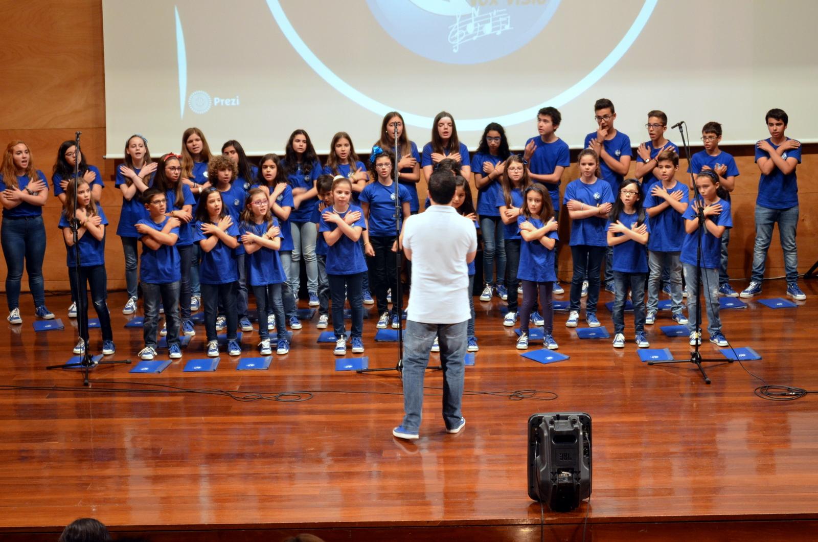 Atuação do Coro Infanto-Juvenil VOX VISIO (foto D. T. Machado).