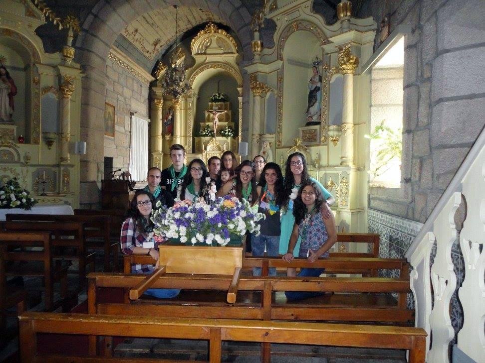 Grupo JMV de Carapito com a imagem que ofereceu à Paróquia.