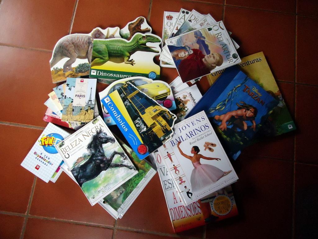 Livros oferecidos pela Biblioteca Municipal aos Foralitos.