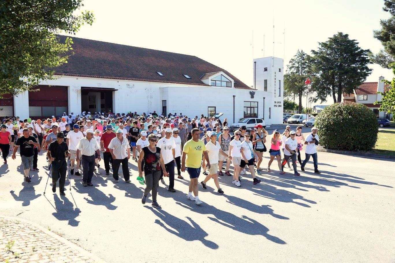 Os participantes quando iniciavam a caminhada (foto de Ana Bernardo).