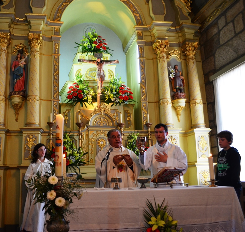 O Padre Silvério em celebração.