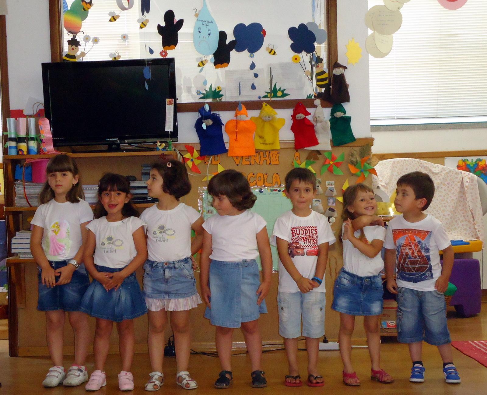 As crianças do Jardim de Infância de Carapito (foto de Teresa Barranha).